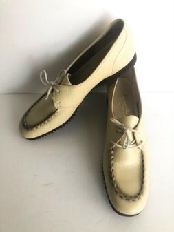 Naturalizer tan Vinyl comfort lace up shoes Size 7